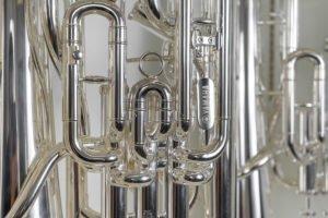 Euphonien in der Auslage im Geschäft Musik Müller Südtirol